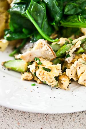 Mushroom asparagus scramble | Two Spoons